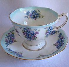 Royal Albert - Dainty Dina Series - Serie www.royalalbertpatterns.com