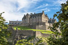 1-2nt Edinburgh, Breakfast & Flights with Optional Murder Mystery Tour