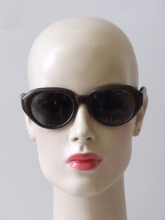 Vintage jaren 60's NOS Solflex zonnebril Round Sunglasses, Sunglasses Women, Vintage, Fashion, Moda, Round Frame Sunglasses, Fashion Styles, Vintage Comics, Fashion Illustrations