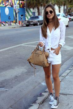 Shorts Forever 21 | Camisa Tommy Bahama | Bolsa Balenciaga | Sneakers Converse #flatlay #flatlays #flatlayapp www.theflatlay.com
