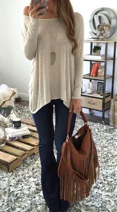 Look at our simplistic, relaxed & effortlessly cool Casual Fall Outfit inspiring ideas. Get inspired with these weekend-readycasual looks by pinning one of your favorite looks. casual fall outfits for women over 40 Mode Outfits, Casual Outfits, Fashion Outfits, Womens Fashion, Fashion Trends, Short Outfits, Fashion News, Fall Winter Outfits, Autumn Winter Fashion