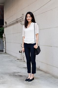 TOP | UNIQLO PANTS | H&M SHOES | COS BAG | COS Street Style Lee Inae, Seoul