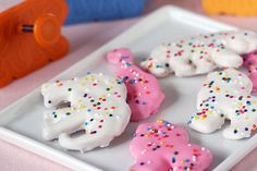 Homemade Circus Animal Cookies These are like my favorite cookies ever! Cookie Brownie Bars, Cookie Desserts, Cookie Recipes, Cookie Ideas, Animal Cookies Recipe, Frosted Animal Crackers, Mothers Cookies, Circus Cookies, American Desserts