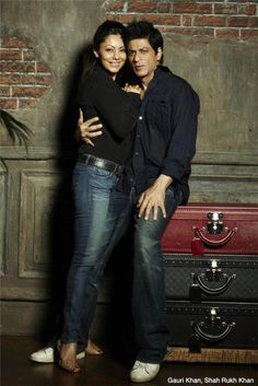 New Pic of SRK n GAURI together .... Awesome !! ooooo sweet, they look so young <3 <3 and their are <3 <3