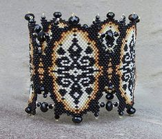 Gorgeous Ivory Lace pattern by Ellejewelry on Etsy! Peyote Patterns, Lace Patterns, Bracelet Patterns, Beading Patterns, Beading Techniques, Beading Tutorials, Beaded Jewelry, Beaded Bracelets, Bracelets