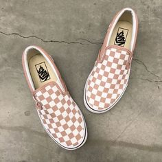 Vans Classic Slip-On Rose Checkered Shoes - Vans - Schuhe Sock Shoes, Cute Shoes, Me Too Shoes, Women's Shoes, Shoe Boots, Shoes Style, Vans Shoes Women, Van Shoes, Cross Trainers Shoes Women