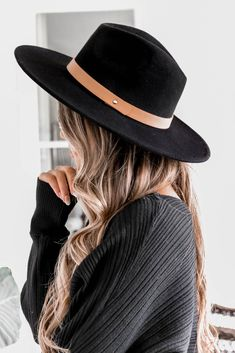 Cameron Hat in Black The Cameron Hat is the new staple to elevate your fall look! Features a cognac vegan friendly leather strap with gold detail. Brim diameter: This item is Final Sale. Outfits With Hats, Cute Outfits, Sport Outfits, Wooly Hats, Estilo Rock, Stylish Hats, Cute Hats, Big Hats, Turbans