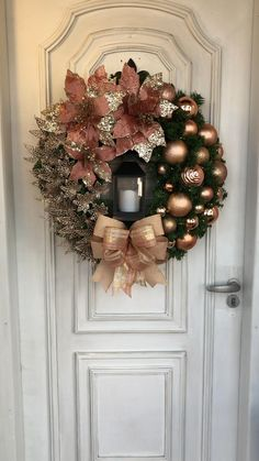Rose Gold Christmas Decorations, Gold Christmas Tree, Christmas Tree Themes, Christmas Centerpieces, Christmas Diy, Xmas Decorations, Christmas Wreaths, Elegant Christmas Trees, Father Christmas