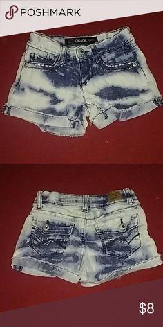Toddler girls shorts Jordache brand, size 4 girls. Stone wash shorts. Very cute!!!! Stretchy! jordache Bottoms