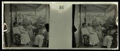 anoniem   Op de veranda van Heerenstraat 18 in Paramaribo., possibly Theodoor Brouwers, 1913 - 1930   Hélene Fonteine en Lize Brouwers (beiden rechts) met zus van grootmoeder en een onbekende vrouw op de veranda van Heerenstraat 18 in Paramaribo.