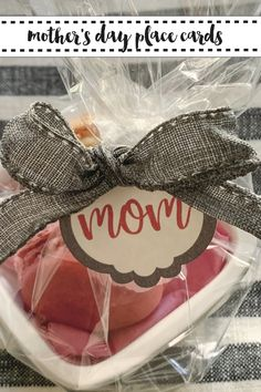 Show mom how much you care with these simple custom place settings using your @Marthastewart @cricut and the DIY from Everyday Party Magazine #Ad #MothersDay #DIY #PlaceCards