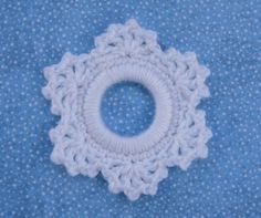 Whiskers & Wool: Lacy Snowflake Ring Ornament...blog has a series of ring ornaments...