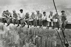 Men on girder - New York Poster și Tablou Rockefeller Center, Empire State, New York Poster, Storytelling, Presentation, Politics, American, Concert, Instagram Posts