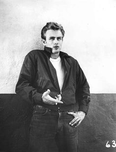 james dean Hollywood Actor, Classic Hollywood, Old Hollywood, James Dean Photos, James Dean Style, Rebel Without A Cause, Jimmy Dean, Portraits, Handsome Actors