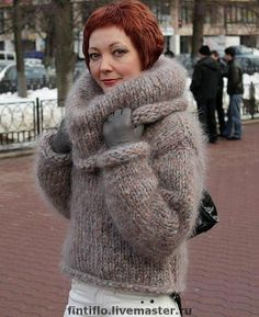 Chunky cropped mohair sweater with big cowl - I love how the edges are rolling in as if the. Fluffy Sweater, Mohair Sweater, Turtleneck Outfit, Sweater Outfits, Thick Sweaters, Cozy Sweaters, Gros Pull Mohair, Angora, Knitwear Fashion