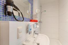 bathroom at MEININGER Hotel Munich City Center #meiningerhotel München