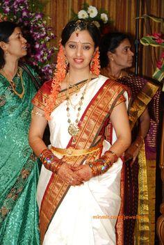 tollywood-singer-malavika-wedding-jewellery
