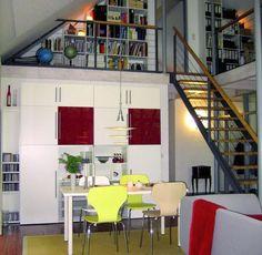 """Billig bauen kann so schön sein – wie ein neues Buch namens """"Lowest Budget"""" zeigt. Autor Thomas Drexel stellt darin 24 besonders günstige Einfamilienhäuser vor. Sie beweisen, dass man mit guter Planung, kleinen Abstrichen und etwas Fantasie viel Geld sparen kann. Und trotzdem schick wohnt."""