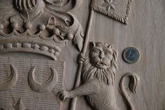 Family Coat of Arms and crests, custom carved . Wooden crest , Heraldic and Heraldry. Classical Traditional Emblems Fine woodcarving Ornamental woodcarver Patrick Damiaens http://www.patrickdamiaens.be