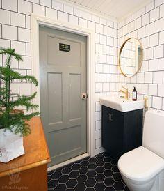 Yläkerran kylpyhuone jotakuinkin valmisEHKÄ TYKKÄÄT MYÖS NÄISTÄ?