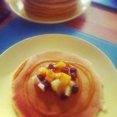 pancakes wirh fresh fruit