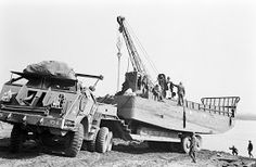 Pacific Car Dragon Wagon with LCM the banks of the Rhine River Us Army Trucks, Big Rig Trucks, Army Vehicles, Armored Vehicles, Pacific Car, Dragon Wagon, Us Armor, Landing Craft, Military Modelling