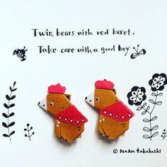 赤ベレーのクマさん兄弟。 良い子でね〜(*^^*) Twin bears with red beret. Take care with a good boy🐻🐻 #origami  #illustration  #brooch  #bear #beret #折り紙 #イラスト #ブローチ #くま  #ベレー帽  #クマのブローチ #お婿入り