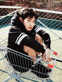 Discovered by Find images and videos about kpop, exo and chanyeol on We Heart It - the app to get lost in what you love. Exo Chanyeol, Kpop Exo, Kyungsoo, Kaisoo, Chanbaek, Wattpad, Exo 12, Kim Minseok, Convenience Store