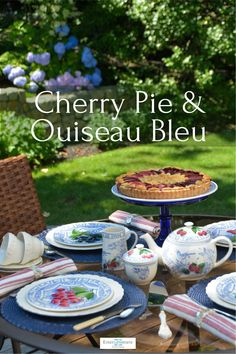 Classic Blue Plum Tart, Cherry Apple, Different Types Of Flowers, Blue Fruits, China Plates, Table Accessories, Granny Smith, Summer Fruit, Dinner Plates