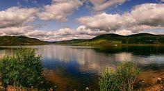 Ness es un afortunado Ness is a lucky Monster  #TropoScotland #vsco #vscogood #vscogrid #Loch #vscocam #igersScotland #ig_scotland #instaScotland #visitScotland #scotspirit #photooftheday  #sony #sonyA7 #A7 #sonyCamera #sonyAlpha #Alpha #lake #lakeNess #mirrorless #humonegrophoto #landscape #photoshoot #Scotland #mountain #sky #instaSky #clouds #loves_scotland -------------------------------------------------- Todos los derechos reservados  tropocolo 2016