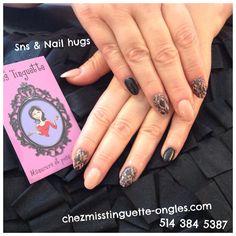 Ongles #damask noir sur SNS nude, on aime! #nails #nailhug #damask #ongles #nailart @chez_miss_tinguette #villeray
