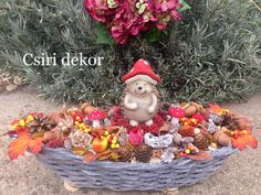Halloween Diy, Wicker Baskets, Fall Decor, House Design, Wreaths, Decorations, Autumn, Heart, Box