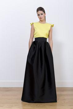 Falda Micaela negra tafetán y camisa Mónica con espalda descubierta. Colección A-W 2014/2015.