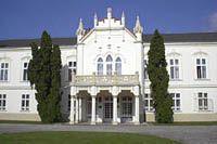 Therese und Josephine Brunswick, Martonvasar  Anton Brunswick ließ sein barockes Schloss, wahrscheinlich nach den Plänen von Joseph Thallherr, zwischen 1773 und 1775 erbauen.
