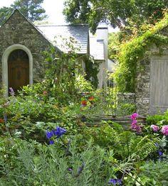 Gartenideen Mit Viel Farbe Und Ausgefallenem Gartenzaun