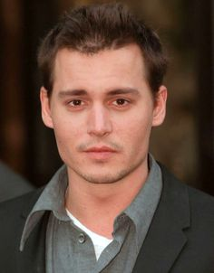 I have a soft spot for brown eyes, and Portuguese dance music Young Johnny Depp, Here's Johnny, Johnny Depp Movies, Jonh Deep, Donnie Brasco, My Guy, Dance Music, Louis Tomlinson, Perfect Man