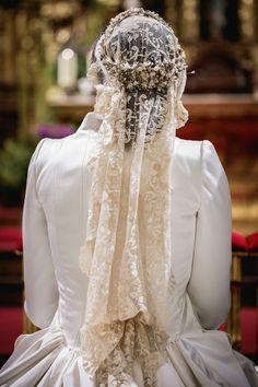 Country Wedding Dresses, Best Wedding Dresses, Wedding Attire, Bridal Dresses, Lace Wedding Dress With Sleeves, Maggie Sottero Wedding Dresses, Headpiece Wedding, Bridal Headpieces, Bride Veil