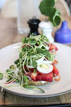 The ultimate guide to the best breakfast and brunch in Austin! Featuring 20 different restaurants that serve up the absolute best early bites in town. Austin Brunch, Brunch Spots, Best Breakfast, Caprese Salad, Restaurant, Austin Texas, Female, Vacations, Nature Photography