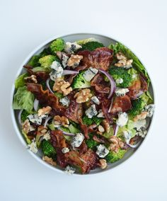 Brokkolisalat med bacon og blåmuggost - Just another food story Bacon, Cobb Salad, Vinaigrette, Beef, Dinner, Vegetables, Food, Drinks, Kitchens
