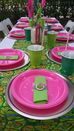 A great spread for a girl's Ninja Turtle party. An easy way to incorporate pink into a Teenage Mutant Ninja Turtle birthday party. Turtle Birthday Parties, Ninja Turtle Birthday, Ninja Turtle Party, Birthday Party Themes, 4th Birthday, Birthday Ideas, Girl Ninja Turtle, Ninja Girl, Ninja Turtles