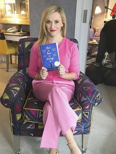 reesewitherspoon_41702067_297129197550252_9049101679324750662_n Reese Witherspoon Instagram, Reese Witherspoon Book Club, Reese Witherspoon Style, I Love Books, Great Books, New Books, Books To Read, Book Club List, Book Club Books