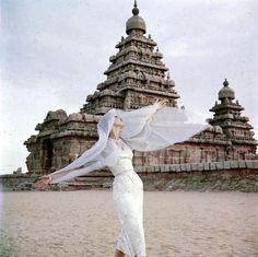 Barbara Mullen in India for Vogue 1956