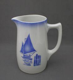 Arabia, maitokannu | Astiataivas.fi - Vanhojen astioiden ystävien löytöpaikka Blue And White China, Love Blue, Marimekko, Earthenware, Lassi, Container, Pottery, Ceramics, Tableware