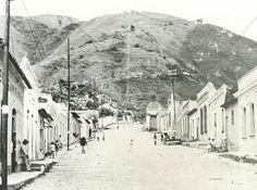 Puerta de Caracas en 1930 (f. Archivo Fundación de la Memoria Urbana)
