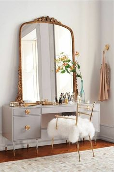 Makeup Vanity Table With Drawers Ikea of How To Build A Makeup Vanity Mirror With Lights. Makeup Vanity Ideas From Ikea & Makeup Forever Concealer . Makeup Vanity And Mirror Diy Home Decor Rustic, Retro Home Decor, Apartment Therapy, Home Design, Design Ideas, Interior Design, Makeup Vanity Mirror, Vanity Box, Makeup Vanities
