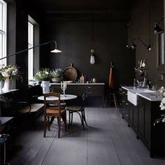 It usually my style but ❤️ this dark kitchen. #darkwalls #kitchen #darkkitchen #blackwalls #interiordesign