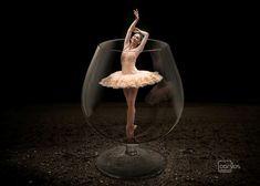 Imagem manipulada, a beleza  da mulher com a leveza do balé.