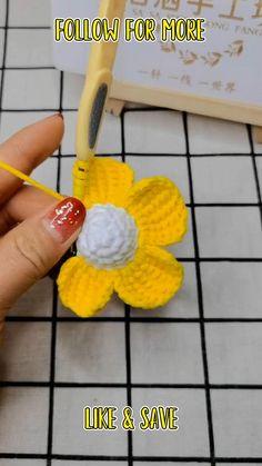 Crochet Mug Cozy, One Skein Crochet, Crochet Bee, Crochet Sunflower, Simple Crochet, Diy Lace Ribbon Flowers, Crochet Flowers, Crochet Butterfly Pattern, Crochet Patterns