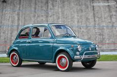 Ist er nicht niedlich? Mit seiner eleganten Farbe überzeugte der Fiat 500 an den Dolder Classics ... © Bruno von Rotz / zwischengas  #zwischengas #classiccar #classiccars #oldtimer #oldtimers #classic #fahrzeug #auto #car #cars #vintage #retro #fiat #fiat500