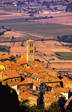 Cortona, Tuscany, Italy. Our tips for things to do in Tuscany: http://www.europealacarte.co.uk/blog/2011/01/29/things-to-do-tuscany/
